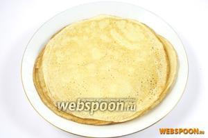 Пожарьте блины на раскаленной сковороде смазанной растительным маслом или смальцем.