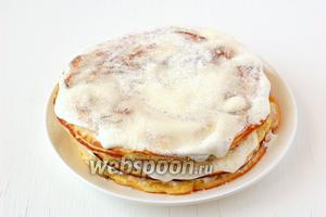 Готовые пышки подавать сразу. При подаче их надо нарезать порционно, как торт.