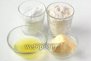 Для приготовления теста нам понадобятся яичные белки (100 грамм), сахарная пудра, мука, сливочное масло.