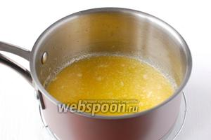 Сливочное масло растопить и охладить до комнатной температуры.
