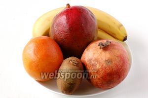 Для приготовления фруктового салата нам понадобятся бананы, киви, апельсин, манго, гранат.