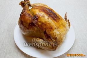 Запекать в течение 80 минут при 180 °C, затем разрезать и раскрыть пакет, полить курицу выделившимся соком и ещё на 15 минут поставить в духовку.