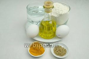 Чтобы приготовить блинчики, необходимо взять яйца, тёплую кипячёную воду, сахар, соль, оливковое масло, куркуму, кумин, зелёный лук, сливочное масло.
