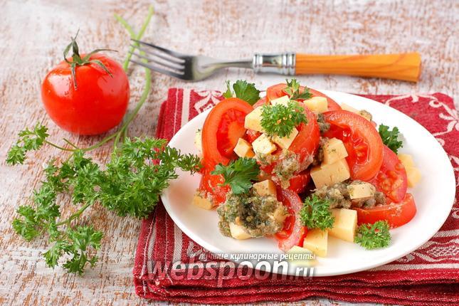 Фото Салат с помидорами и ореховой заправкой