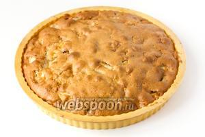 Выпекаем пирог в предварительно разогретой до 185 ºC духовке 30-35 минут.