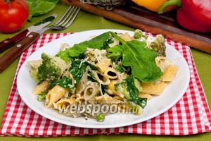 Паста со шпинатом, брокколи и зелёным горошком