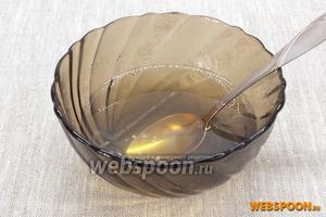 Желатин залить ананасовой жидкостью или соком. Оставить для набухания на 45-60 минут. Немного прогреть, чтобы масса стала однородной, но не кипятить. Дать остыть.