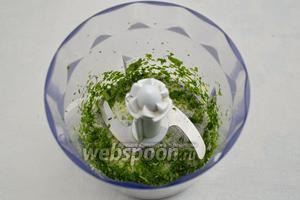 Мяту вымыть. Просушить. Оборвать несколько листьев (по вкусу). Смешать с 1 ст. л. сахара. Измельчить в блендере.