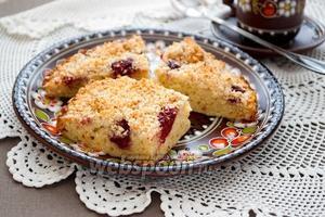 Пирог с вишней и миндалём