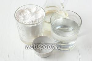 Для приготовления заварного теста для вареников нам понадобится мука, вода, подсолнечное масло и соль.