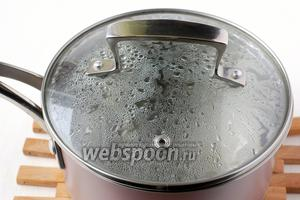 Воду (150 мл) вскипятить с солью.
