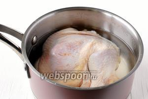 Бёдра куриные помыть, посолить  и отварить до готовности.
