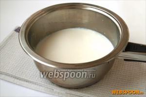 Молоко довести до кипения.