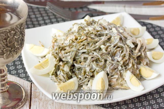Фото Салат с морской капустой перепелиными яйцами и отварной рыбой
