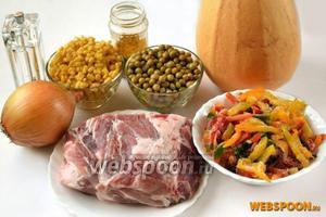 Для приготовления рагу нам понадобятся следующие ингредиенты: свинина, тыква, консервированный зелёный горошек и кукуруза, лук, чеснок, сладкий перец (свежий или замороженный), соль, специи, овощной или куриный бульон.