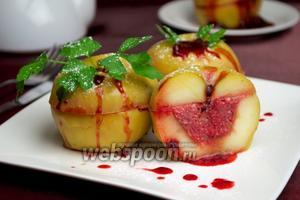 Яблоки с начинкой на пару