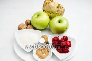 Чтобы приготовить такой десерт, нужно взять яблоки, корень сельдерея, орехи грецкие, клубнику мороженую, сахар, корицу, воду и лимонную кислоту.