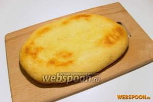 Выпекать лепёшки до готовности, при температуре 180 °C примерно 20 минут. Готовые лепёшки снимите и выложите для остывания. Подавать лепёшки на стол лучше остывшие, горячий хлеб употреблять не рекомендуется.