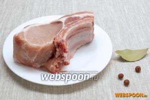 Подготовить мясо, лавровый лист, можжевельник (шишечки).