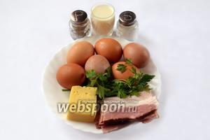 Для приготовления яичных маффинов нам понадобятся яйца, бекон, сыр, молоко, зелень укропа и петрушки, соль и перец.