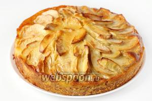 Готовый пирог имеет превосходный сливочный аромат и аппетитный золотистый цвет!