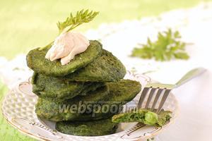 Оладьи со шпинатом и зелёным горошком