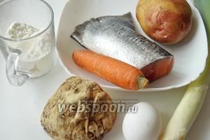 Для приготовления рыбного супа с итальянскими клёцками понадобятся: форель, картофель, корень сельдерея, лук-порей, морковь, яйцо, мука и соль.