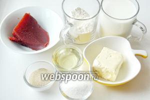 Для приготовления сдобного пирога с повидлом понадобятся: молоко, сухие дрожжи, сахар, ванильный сахар, соль, масло подсолнечное рафинированное, масло сливочное, мука и повидло.