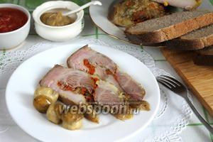 Рулет пряный из свиной грудинки с морковью