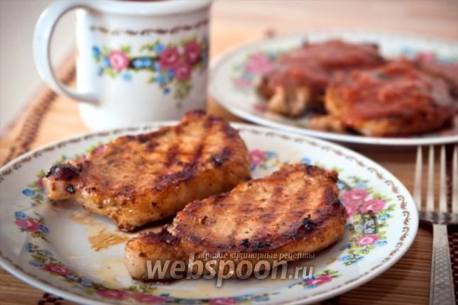 Фото Стейк из свинины со сливовым соусом