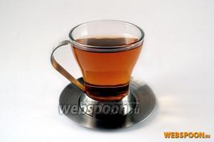 Разливаем чай по чашкам и наслаждаемся ароматным напитком.  Можно подать к чаю мёд.