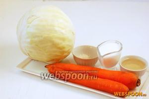 Для приготовления капусты-десятиминутки нам понадобится капуста, морковь, сметана, подсолнечное масло, соль, перец.