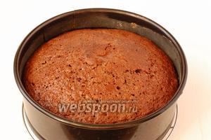 Выпекать пирог при 180°С 30-35 минут.