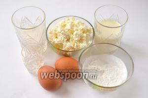 Приготовим для блинчиков творог, яйца, молоко, сахар, соль, крахмал, воду и разрыхлитель.