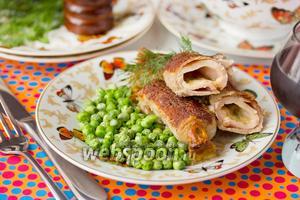 Рулетики из свинины с сырной начинкой