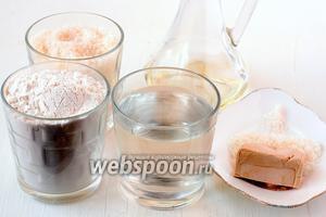 Для приготовления дрожжевого заварного безопарного теста нам понадобится мука, сахар, вода, дрожжи, подсолнечное масло, соль.
