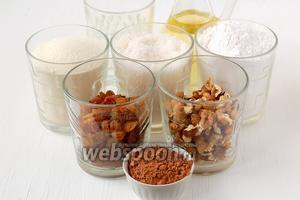 Для приготовления постного шоколадного манника нам понадобится вода, сахар, манка, мука, подсолнечное масло, изюм, орехи, какао, разрыхлитель.