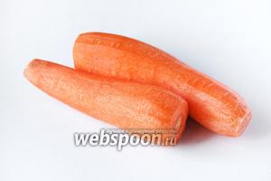 Морковь чистим.