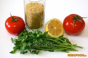 Для приготовления салата Табуле вам понадобится булгур, помидоры, пучок петрушки, половинка лимона, оливковое масло.