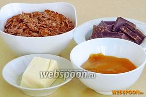 Для приготовления кексов нужно взять кукурузные хлопья (у меня шоколадные), сливочное масло, горький шоколад и жидкий мёд.