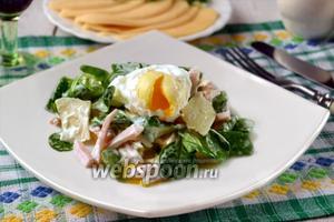 Салат с корном и яйцом-пашот