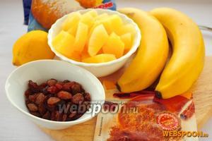 Для приготовления фруктового салата вам понадобятся: бананы, ананасы, изюм, сок лимона, сахарная пудра и корица.