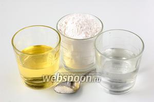 Для приготовления теста нам понадобится мука, подсолнечное масло, ледяная вода, соль.