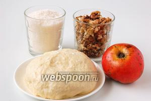 Для приготовления постных ореховых трубочек нам понадобится  швейцарское постное песочное тесто , яблоко, сахар, грецкие орехи.