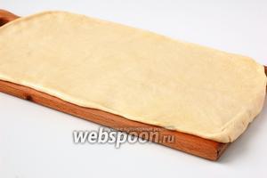 Тесто раскатать толщиной 0,2 см.