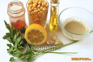 Для хумуса нам понадобятся следующие ингредиенты: нут, тахини, чеснок, арахисовое масло, чеснок, лимонный сок, а также сладкая паприка и зелень петрушки.