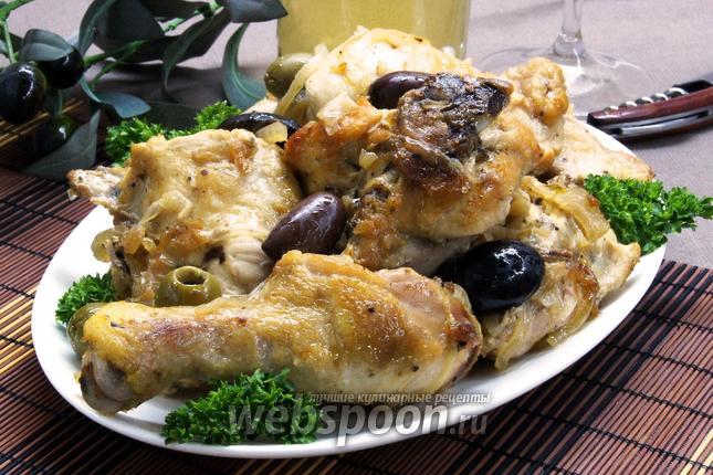 Фото Курица с луком, маслинами и белым вином