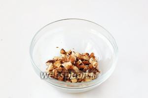 Орехи порубить.