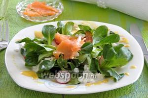 Весенний салат с лососем