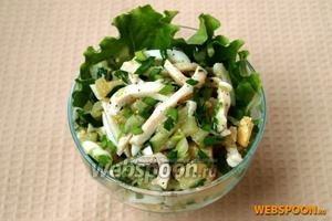 Разложить салат по креманкам и подавать. Приятного аппетита!